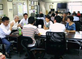 日本橋まちづくりワークショップ・学生、日本橋が一緒に真剣な討論が行われた.jpg