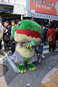 日本橋ストリートフェスタ2017 7 ネジザウルスのキャラクター・ウルス.jpg
